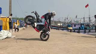 Pulsar NS 200 Stunts - Review - Pros & Cons