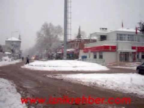 İznik te Kar Yağışı Hayatı Felç Etti