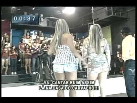 Ênio Carlos 15 07 12 Mari de vestidinho preto dançando com assistentes