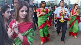 Sussanne Khan in Red Green Saree at Ganpati Visarjan - 2016