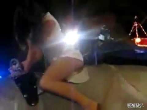 Minha Namorada no Touro mecânico mostrando a calcinha