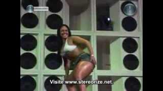 Mulher Melancia dançando o Créu