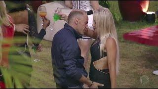 Rafael Ilha e Aline sensualizam na festa e deixam casais constrangidos