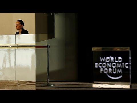 watch El presidente del Foro de Davos alerta contra el populismo