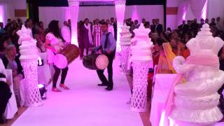 Dhol Wedding entrance Dipak and Lisa part 1