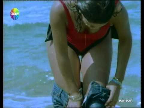 Hülya Avşar Bikinili Harika Kalçalarıyla Show Yapıyor