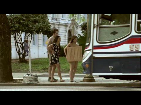 No vas a creer por qué estas personas van desnudas por la calle