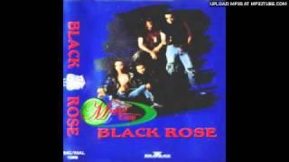 black rose tetap menanti