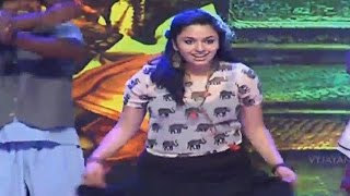 Malavika Nair Dance Performance To Beautiful Jindagi Song - Yevade Subramanyam Audio Launch Live