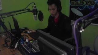 DJ Yam of 100.9 Radyo Natin FM Timecheck