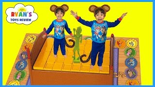 Monkeys Jumping on the Bed Family Fun Games for Kids Pretend Play Egg Surprise Toys Peppa Pig