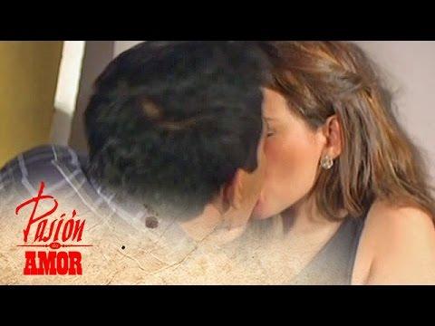 Pasion de Amor Kissing