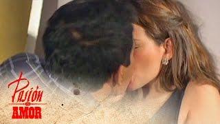 Pasion de Amor: Kissing
