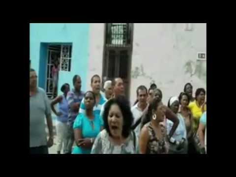 CUBA ASESINAN A SU HIJO Y RAUL CASTRO ENVÍA ACTO DE REPUDIO A LA CASA DE LA TRISTE MADRE.