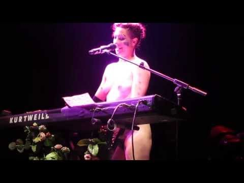 Amanda Palmer sings Dear Daily Mail song 12 07 2013 London Roundhouse