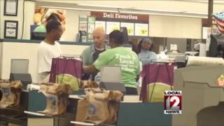 Video of two men paying for others groceries goes viral