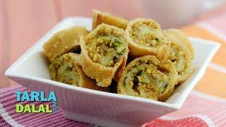 Potato Bhakarwadi, Recipe in Hindi (पटॅटो भाकरवड़ी) by Tarla Dalal