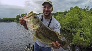 Best Day EVER Bass Fishing a Farm Pond!!! TOPWATER (WHOPPER PLOPPER)PART 1
