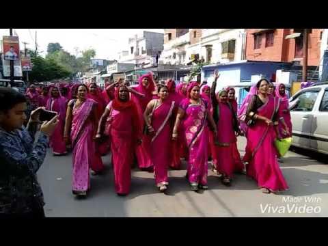 Gulabi gang loktantrik , hemlata patel.always standup for women respect and society ...
