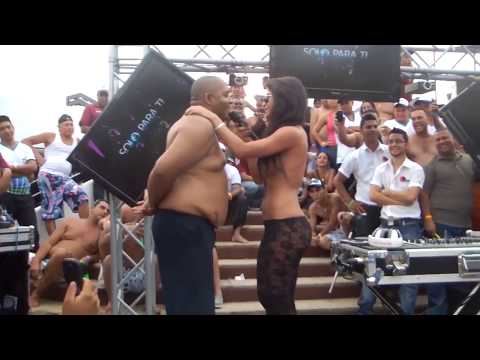 Xxx Mp4 Esta DJ Se Desnuda Y Toca La Polla A Los Espectadores Durante Sus Sesiones Pinchando DJ NANY 3gp Sex