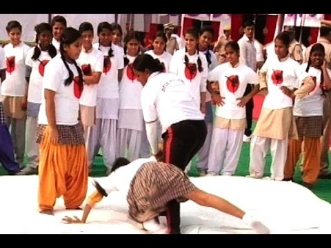 Delhi school girls get self defence training to fight against increasing crime