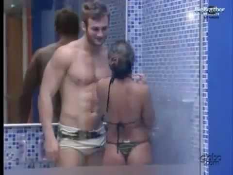 BBB11 Wesley tomando banho de pau duro com Maria gamecelular .flv