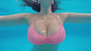 SLOW MOTION  BOOB BOUNCE IN POOL WITH GO PRO