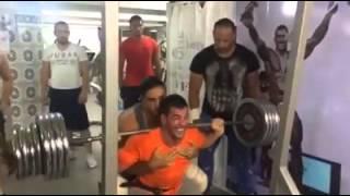 Mohamed Slimani entainer squat