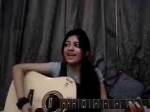 indian cute girl singing a song with guitar || lovely voice ||
