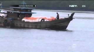 Petugas Geledah Barang Ilegal, Puluhan Awak Kapal Melawan - Cutoms Protection