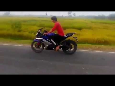 yamaha r15 bike stunt stoppie in india so easy ........