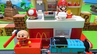 きかんしゃトーマスとアンパンマンがスーパーマリオのマクドナルドでハンバーガーを買うよぉ~♪ディーゼルとバイキンマンもいるよぉ~♪ゆうぴょん♪♪1459