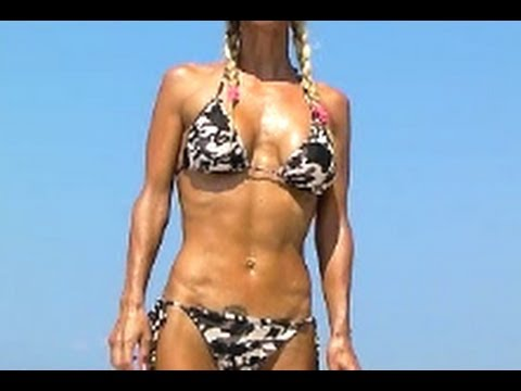 Hot Female Abs Workout in Bikini