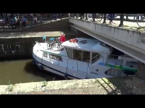 Lage bruggen over de Amsterdamse grachten