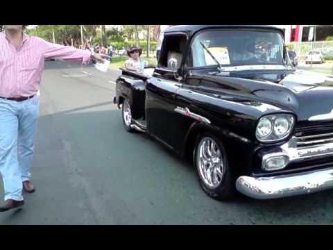 Autos Clasicos y antiguos en Feria de Cali Camioneta Chevrolet Apache. MoralesV291209 15.31.AVI
