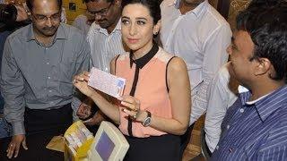 Karisma Kapoor felicitates winners of Playwin lottery - IANS India Videos