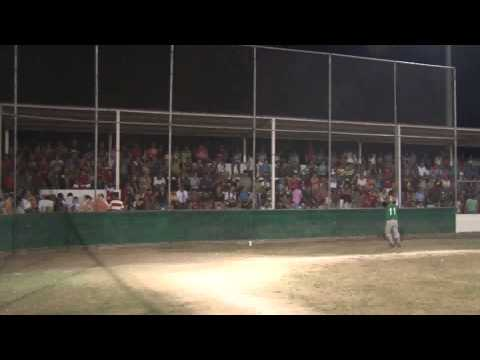El equipo Los Payasos ponen la diversión en el Softbol de Navolato