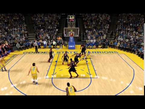 Curry splits the defense