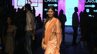 Mouni Roy stunning gorgeous in low waist saree at Lakme Fashion Week 2015.