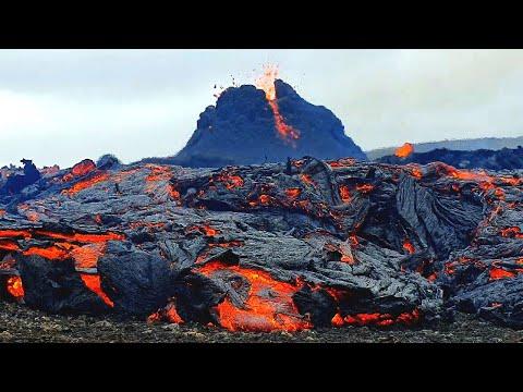 Man Captures Icelandic Volcanic Eruption Up Close