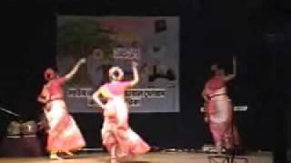 Bajere Baje Dhol r Dhak Dance