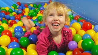 Ball Pit Show for Learning to Count (children