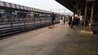Jhelum express Arrival in Agra cant 2 hors let