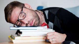 4 أطعمة تسحب منك الطافة وتتركك متعباً طوال الوقت 😱😱😭