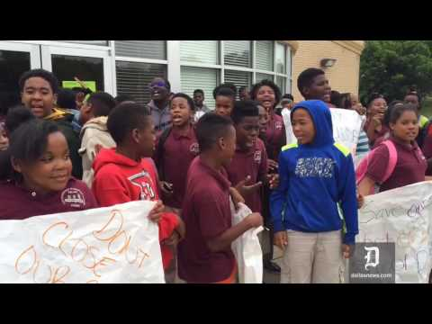 Students try to block TEA from entering Dallas charter school