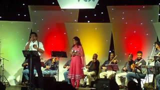 Haricharan and Shweta Mohan performing Deewana Hua Baadal