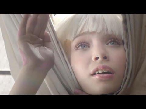 Sia - Chandelier feat. Maddie Ziegler - Live