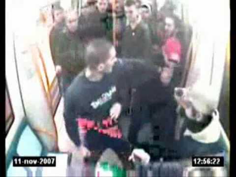 El terrorista fascista Josue Estebanez asesina a Carlos Palomino.Video del metro