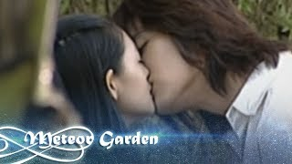 Hua Zhe Lei and Shan Cai kiss scene