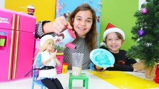 Barbie'ye sıcak çikolata yapıyoruz ve kardan kurtarıyoruz!